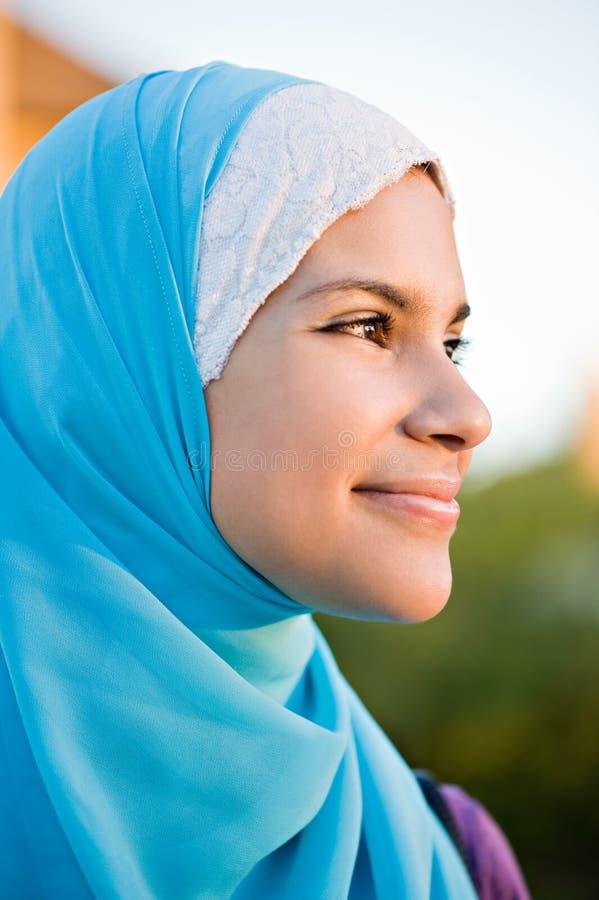 Schönes moslemisches Mädchen lizenzfreies stockbild