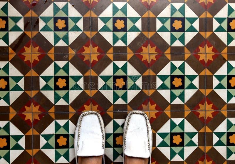 Schönes Muster auf dem Boden lizenzfreie stockbilder