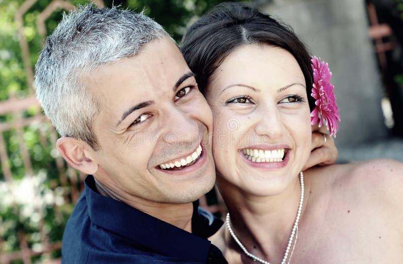 Schönes Paarlächeln stockbild