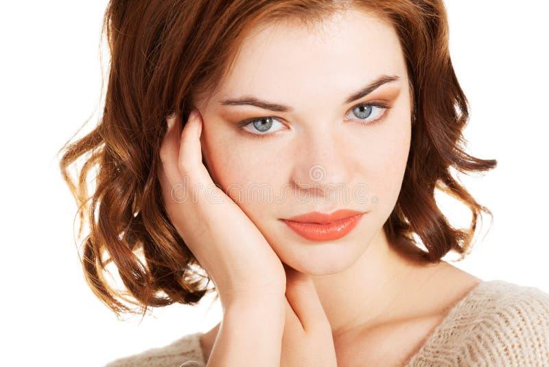 Schönes Porträt der jungen Frau stockfoto