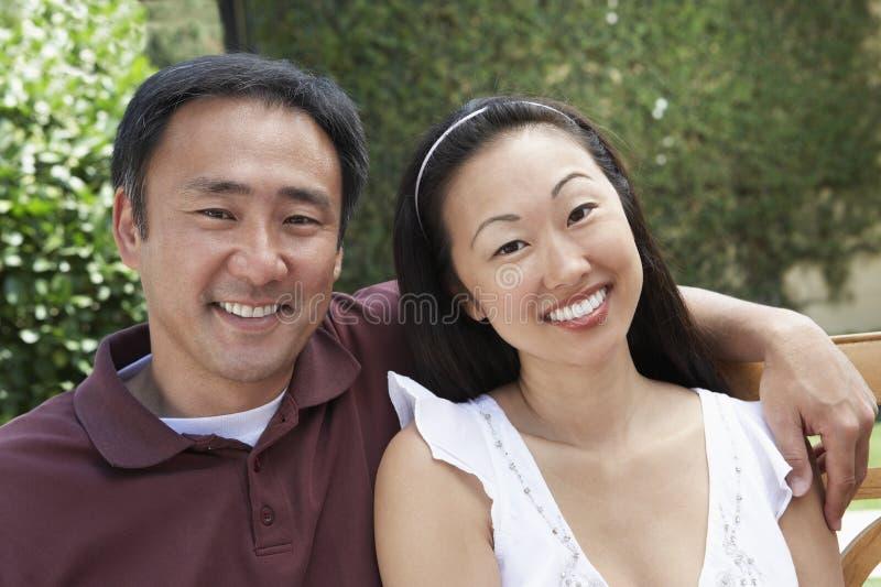 Schönes reifes Paar-Lächeln stockbild