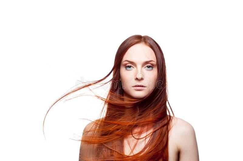 Schönes rotes behaartes mit dem windigen Haar stockbilder