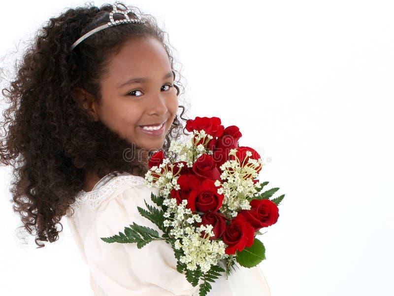 Schönes sechs Einjahresmädchen mit roten Rosen in formalem stockfotos