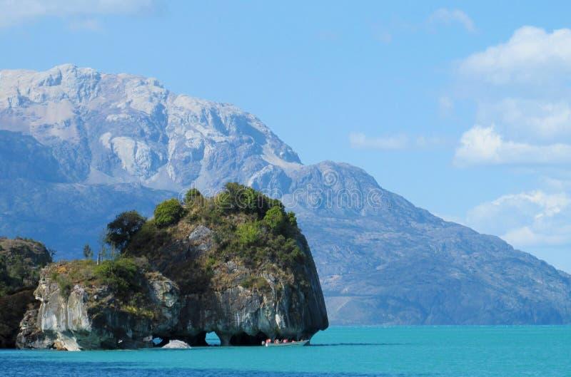 Schönes Seeufer des blauen Wassers in Rio Tranquilo, Chile stockbild