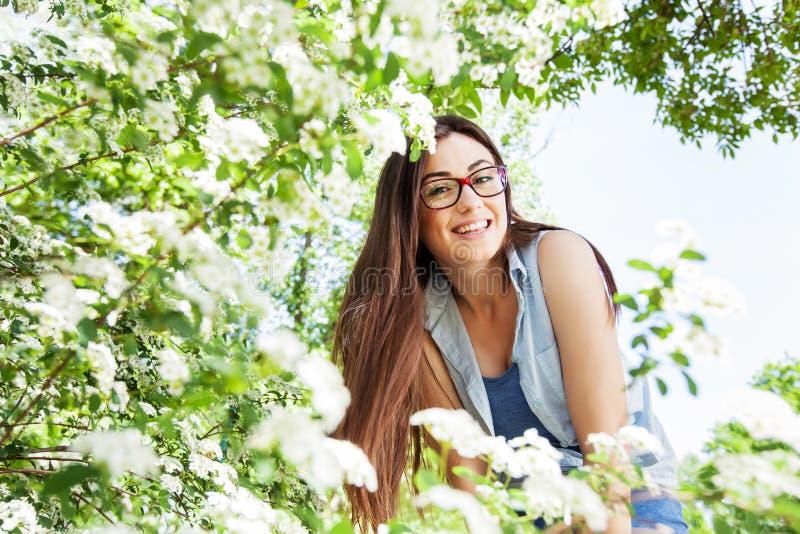 Schönes sinnliches frisches Frauen-Natur-Porträt lizenzfreie stockbilder