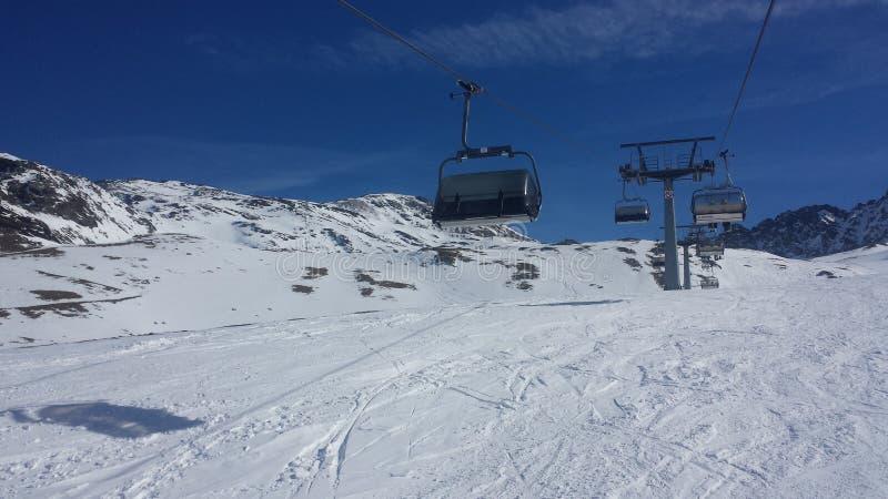 Schönes skiday stockfoto