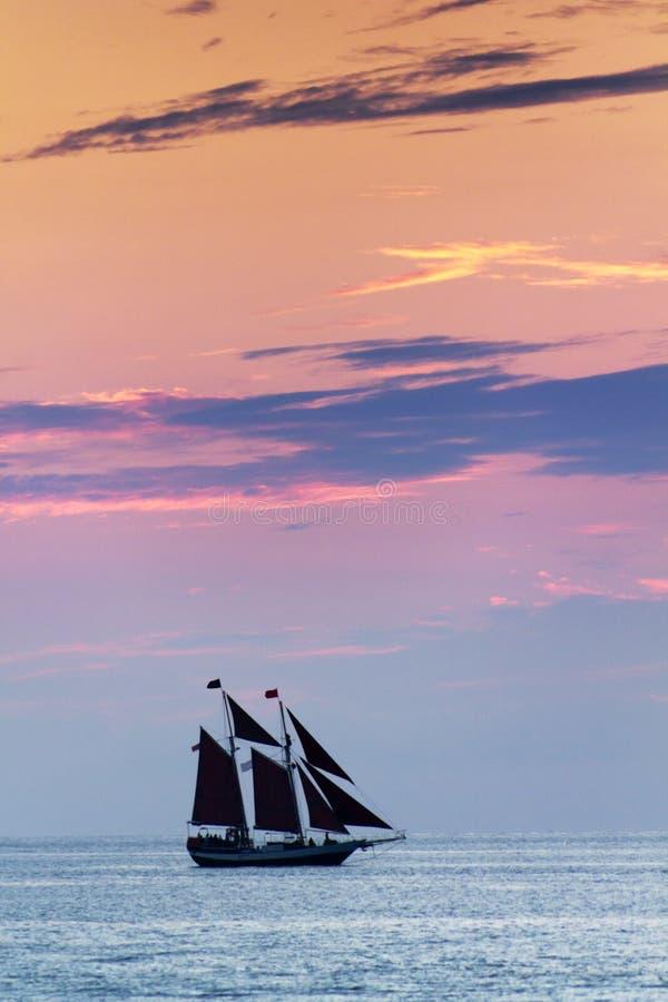 Schönes Sonnenuntergang-Segel in Key West Florida stockbild