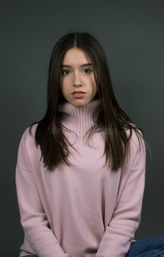Schönes stilvolles Mädchen isoalted lizenzfreies stockbild