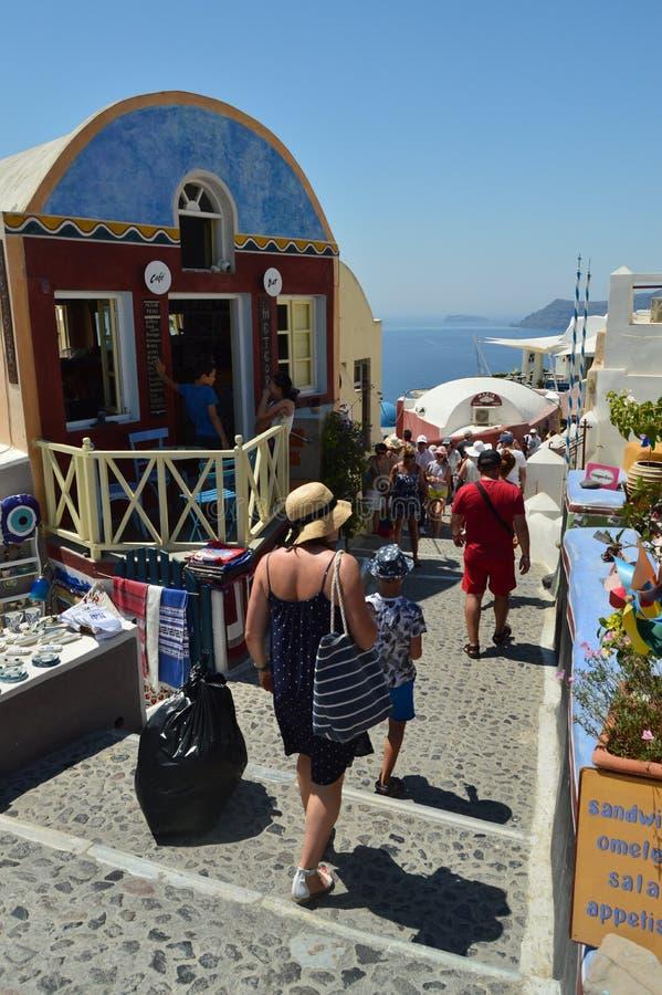 Schönes Straßen-Labyrinth, Enge, steil und endlos in Oia auf der Insel von Santorini Architektur, Landschaften, Reise, Kreuzfahrt lizenzfreies stockfoto