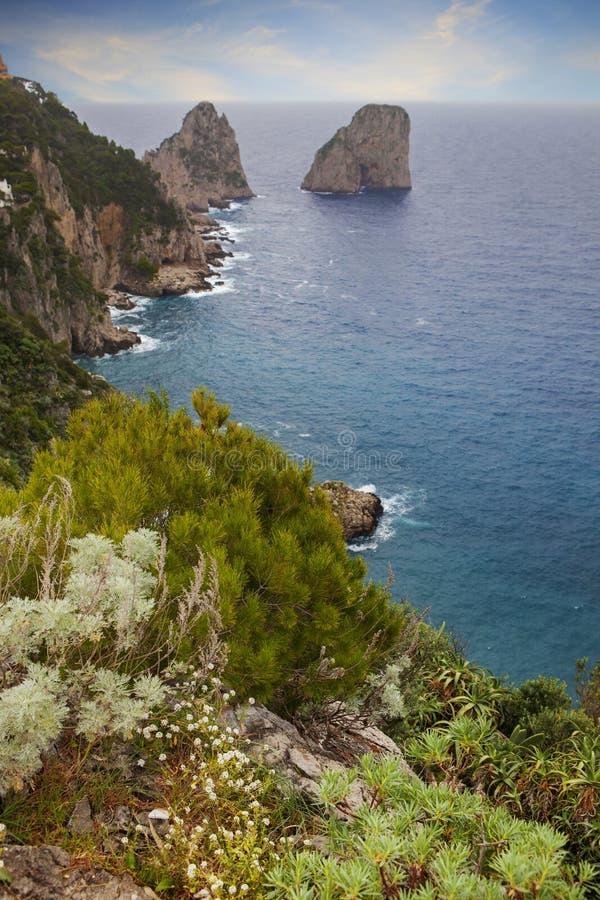 Schönes szenisches von Mittelmeer capri Inselsüd-Italiens stockfoto