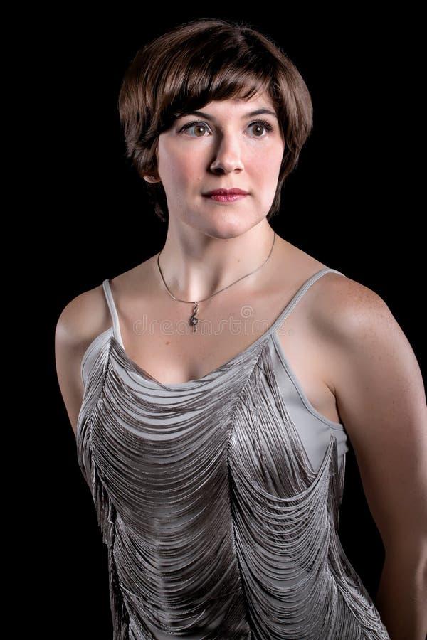 Schönes tragendes silbernes Weinlesekleid der jungen Frau stockbilder