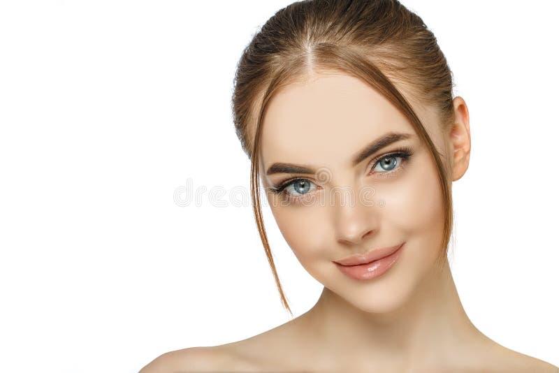Schönes und frisches Frauenfoto Junge, klare Haut stockfotografie