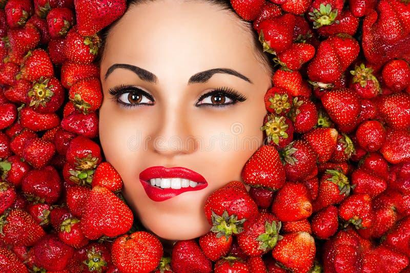 Schönes verlockendes Gesicht der Frau lizenzfreies stockbild
