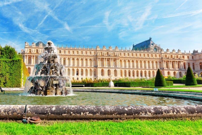 Schönes Versailles Fontaine - Pyramide lizenzfreie stockfotografie