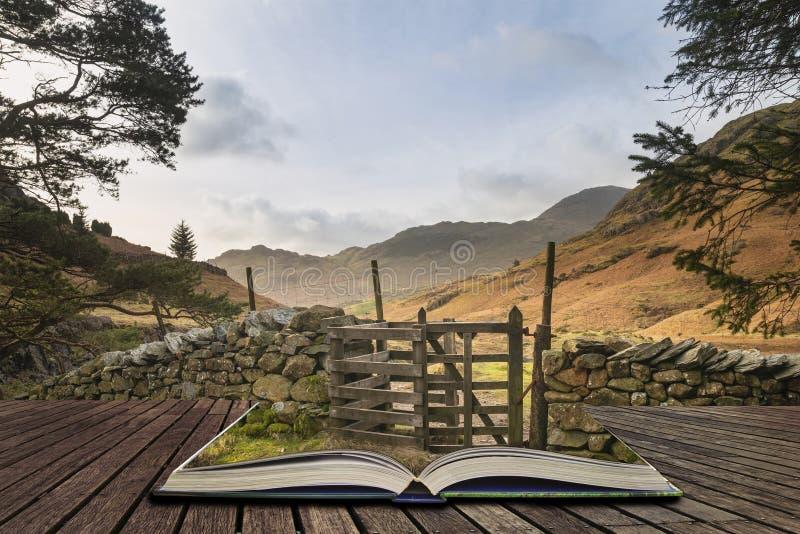Schönes vibrierendes Sonnenaufganglandschaftsbild von Blea Tarn im Großbritannien-See-Bezirk, der aus Seiten im Geschichtenbuch stockfotos