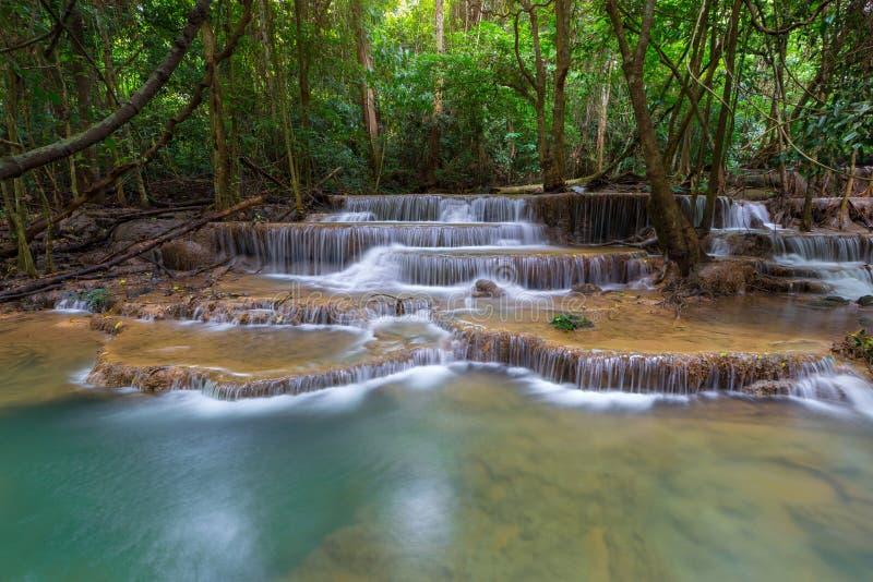 Schönes Wasserfallname Huay-mae kamin in Karnjanaburi Thailand stockbilder
