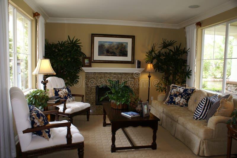 Schönes Wohnzimmer lizenzfreie stockfotografie