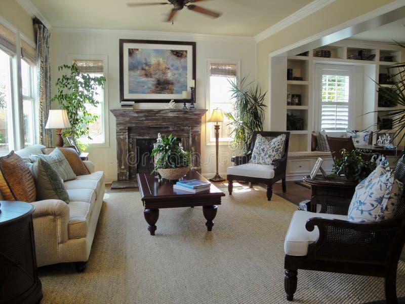 Schönes Wohnzimmer lizenzfreies stockbild