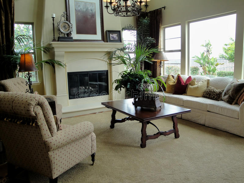 Schönes Wohnzimmer lizenzfreie stockfotos