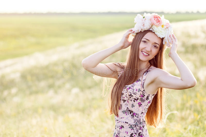 Schönheit auf dem Gebiet von Blumen lizenzfreie stockfotos