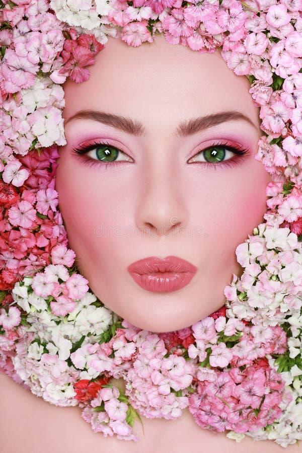 Schönheit in den Blumen stockfotografie