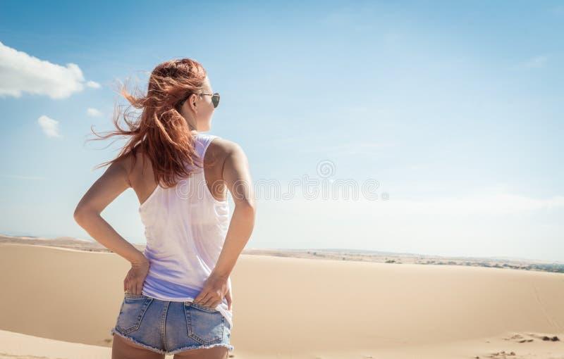Schönheit in den Sanddünen stockbild
