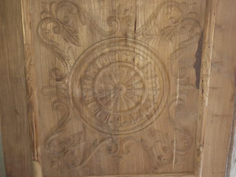 Schönheit des Designs auf Holz lizenzfreies stockbild