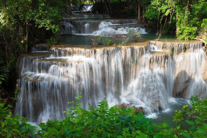 Schönheit des mehrfachen Stromwasserfalls im tropischen tiefen Wald stockfotos