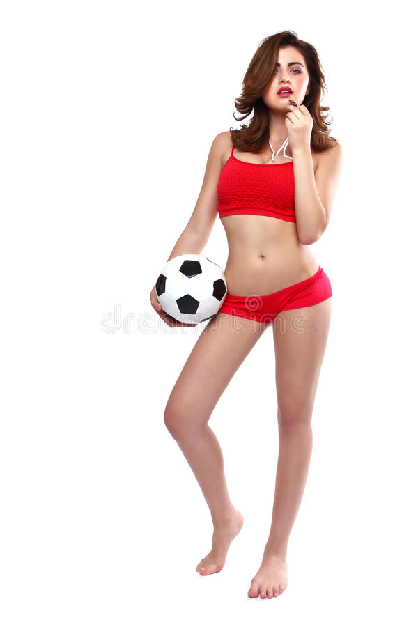 Schönheit, die einen Fußball auf weißem Backgound hält lizenzfreie stockfotos
