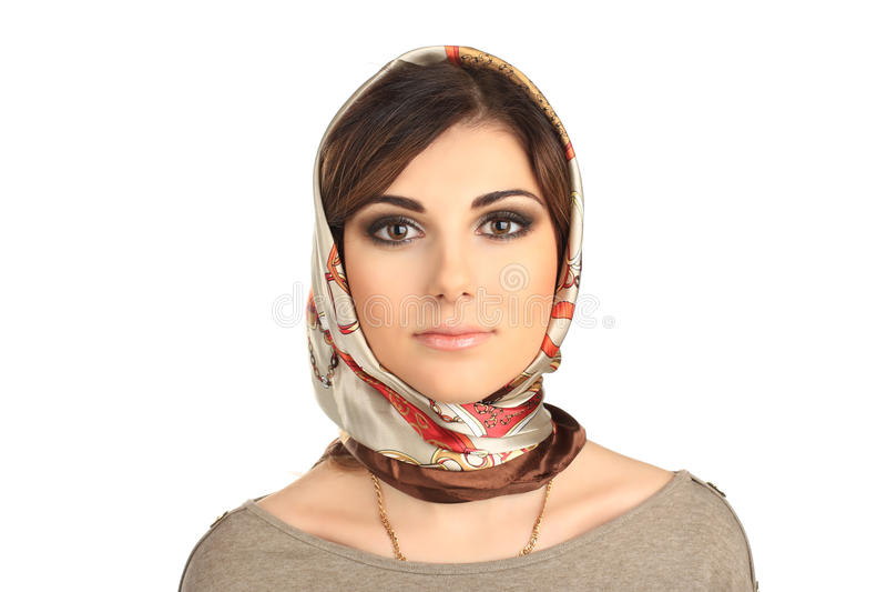 Schönheit in einem Schal auf ihrem Kopf lokalisiert stockfotos