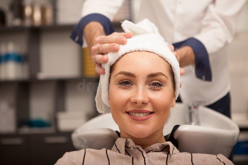 Schönheit am Haarschönheitssalon lizenzfreie stockfotografie