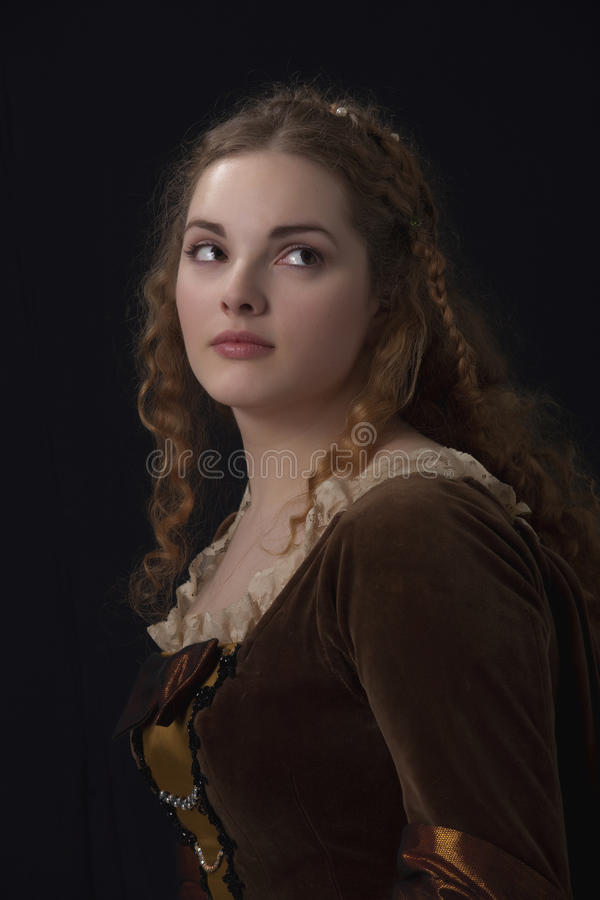 Schönheit im mittelalterlichen Kleid lizenzfreies stockbild