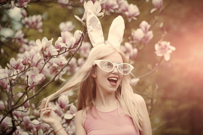 Schönheit, Jugend und Frische im Frühjahr, Ostern lizenzfreie stockfotos