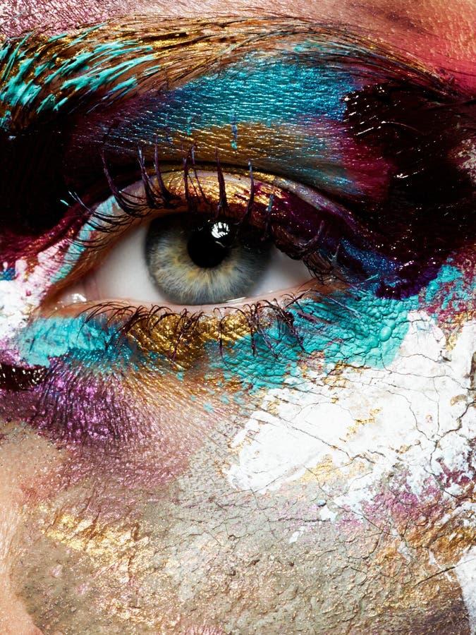 Schönheit, Kosmetik und Make-up Helles kreatives Make-up lizenzfreies stockfoto