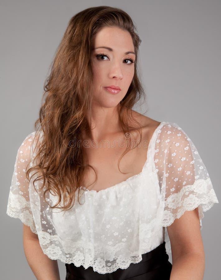 Schönheit in Lacy White Dress stockbilder