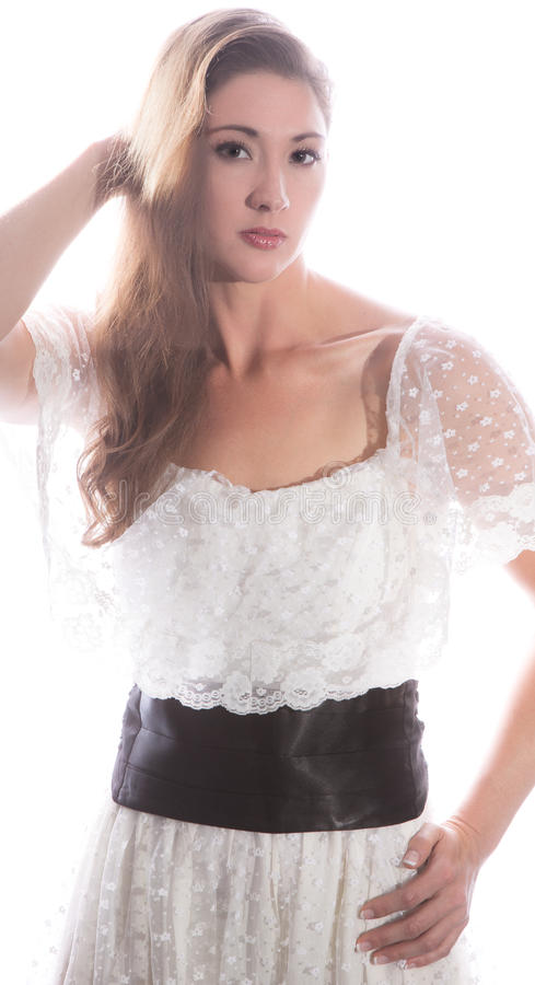 Schönheit in Lacy White Dress stockfotografie