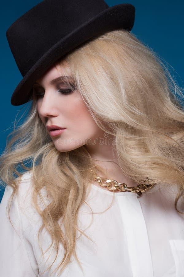Schönheit mit dem blonden Haar stockbild