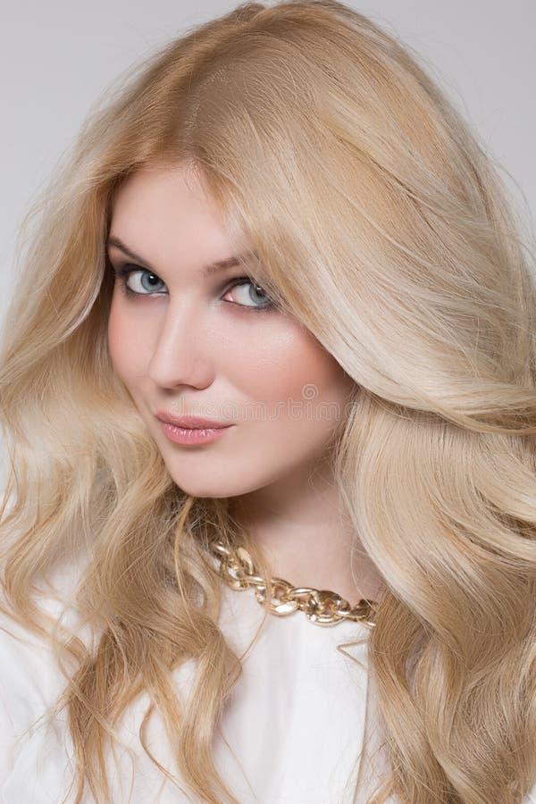 Schönheit mit dem blonden Haar stockbilder
