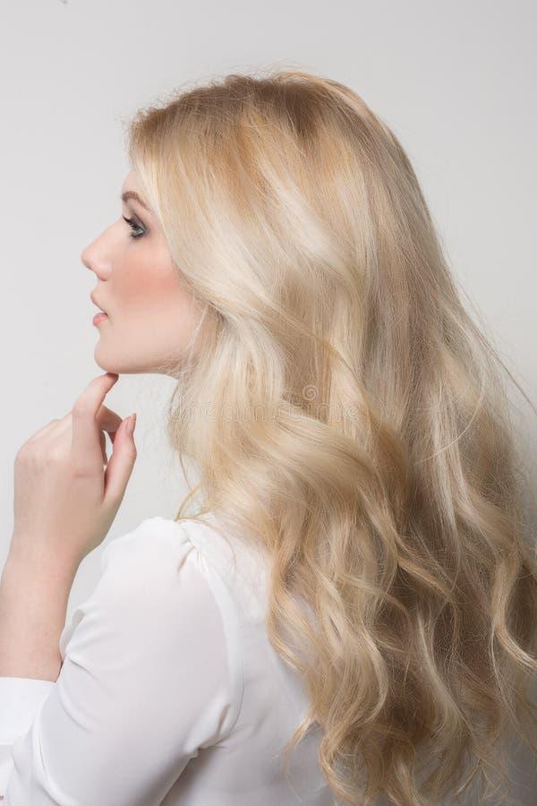 Schönheit mit dem blonden Haar stockfotos