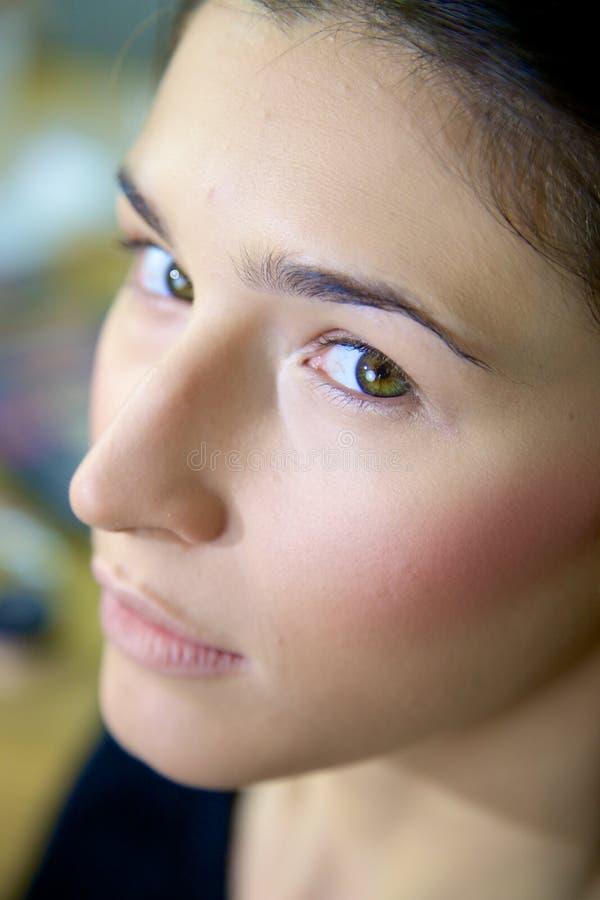 Schönheit mit dem großen Schauen der grünen Augen stockbild