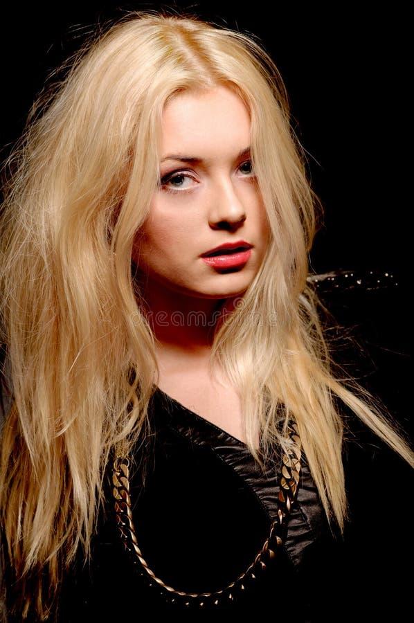Schönheit mit dem lang geraden blonden Haar. Mode-Modell lizenzfreies stockbild