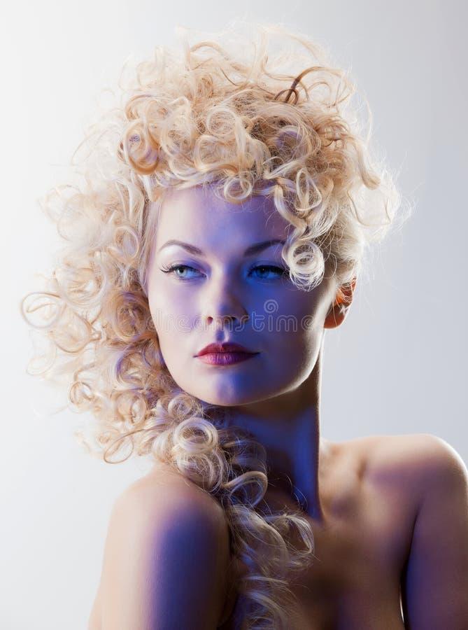 Schönheit mit dem langen Haar stockfotos