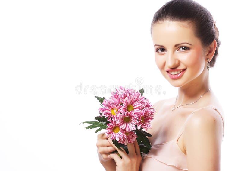 Schönheit mit den rosa Blumen lokalisiert auf Weiß stockbild