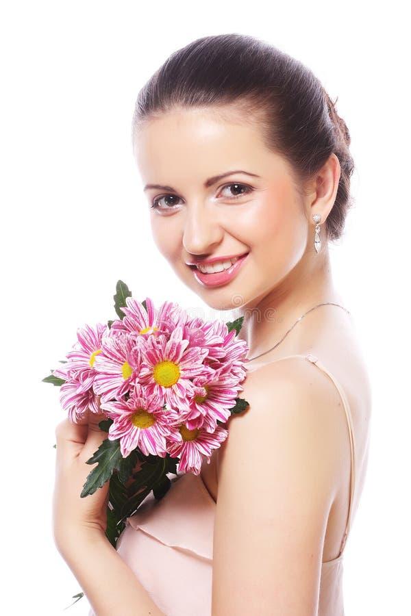 Schönheit mit den rosa Blumen lokalisiert auf Weiß stockbilder