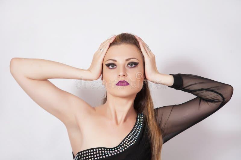 Schönheit mit dunklem Make-up lizenzfreie stockfotos
