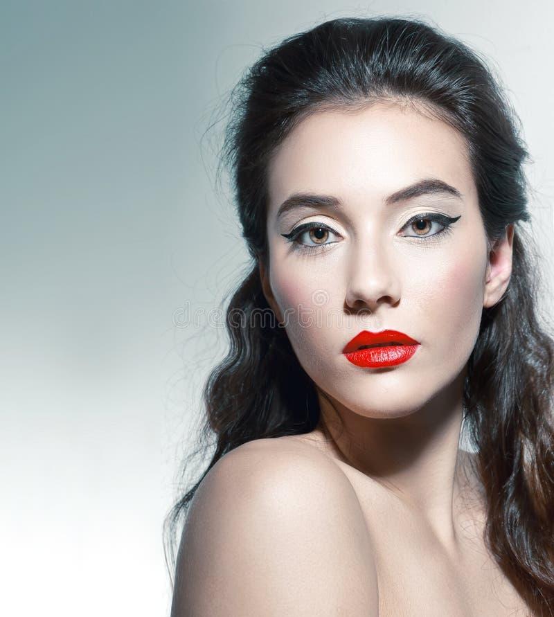Schönheit mit elegantem Make-up lizenzfreie stockfotografie