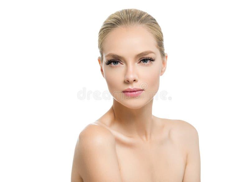Schönheit mit Schönheitsgesicht des blonden Haares des Makes-up der gesunden Haut natürlichem mit Schönheitspeitschen und den ros stockfoto