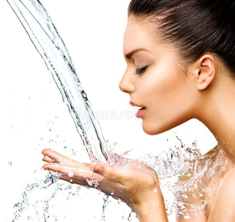 Schönheit mit spritzt vom Wasser stockbilder