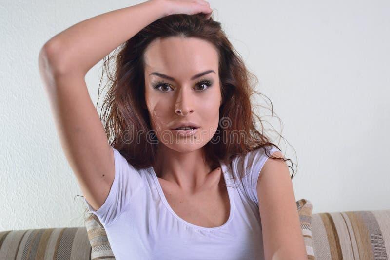 Schönheit, sinnliches Gesicht, ausdrucksvolle Lippen und Make-up stockfotos