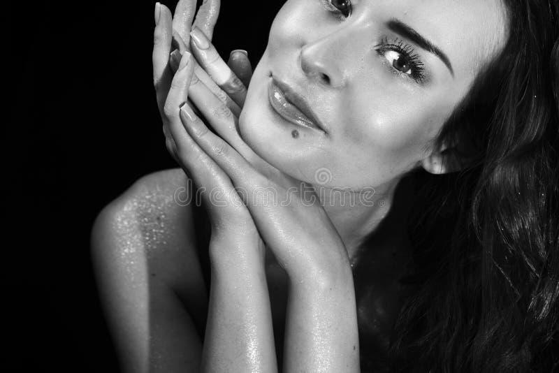 Schönheit, sinnliches Gesicht, sprechender Blick und Make-up lizenzfreies stockfoto